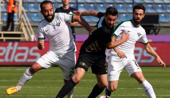 Süper Lig'e tutunma mücadelesi nefesleri kesiyor