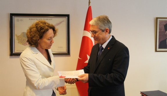 Türkiye'denKayıp Şahıslar Komitesi'ne 100 bin dolarlık bağış