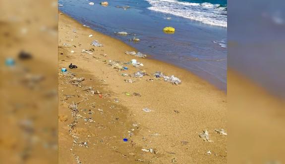 Altınkum Sahili çöplüğe döndü