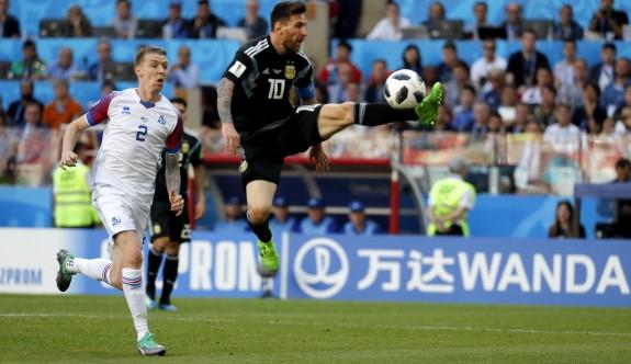 Arjantin, Messi ile fırsat tepti
