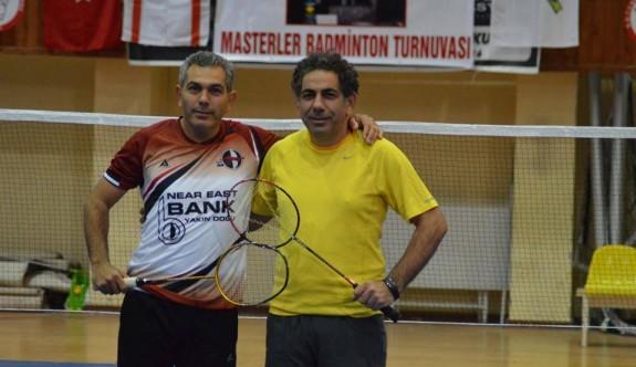 Badminton topları uçar