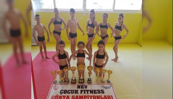 Çocuk fitnessçilerimiz şampiyonluk için Slovakya yolunda