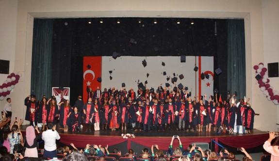 Coşkulu mezuniyet töreni