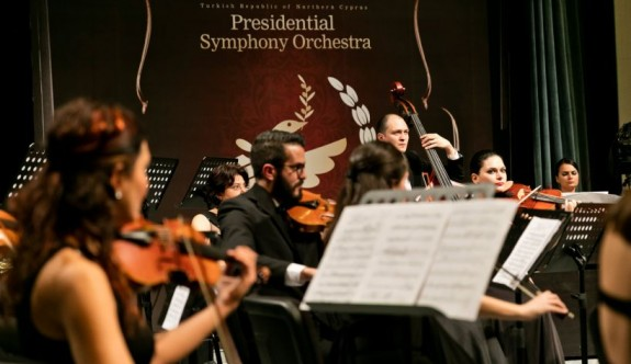 "CSO ""Mozart Oratoryosu"" ile İzmir'de"