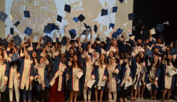 DAÜ'den 75 eczacı mezun oldu