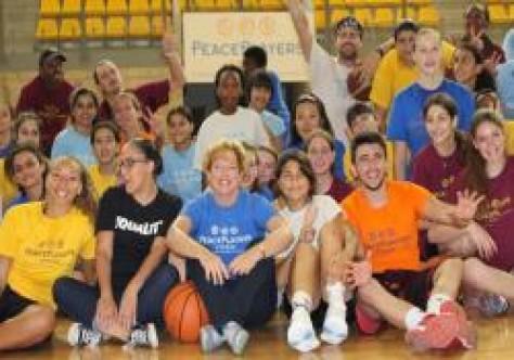 Doherty, Peace Players basketbol takımını ziyaret etti