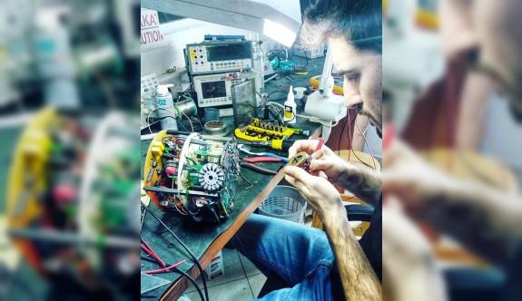 Dünya şampiyonu robotlar YDÜ'de yapıldı