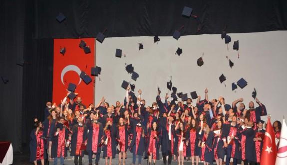 Genç eczacıların mezuniyet heyecanı