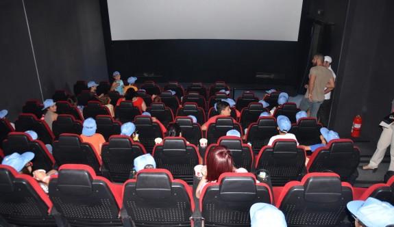 Kamu-Sen'den çocuklara yönelik sinema gösterimi