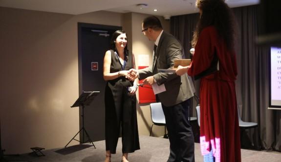 Mine Balman'a, Uluslararası Genç Kadınlar Barış Ödülü