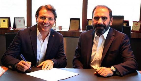 Sivasspor, Tamer Tuna ile imzaladı