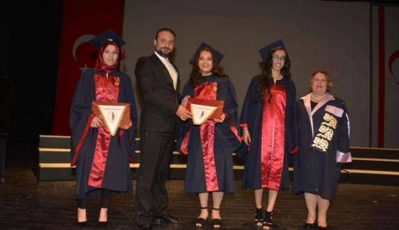 YDÜ Hemşirelik Fakültesi ilk mezunlarını verdi