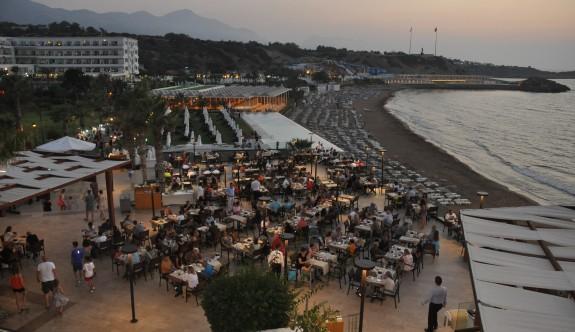 Akdeniz'in kıyısında doyasıya Kıbrıs gecesi