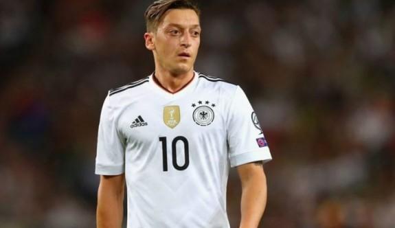 Almanya Milli Takımı'ndan Mesut Özil geçti
