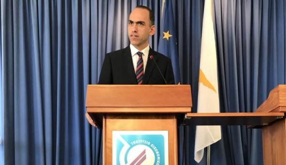 Anastasiadis, Maliye Bakanına destek çıktı