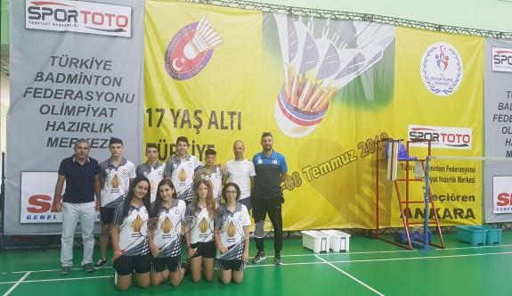 Badmintoncular Türkiye Şampiyonası'na katıldı