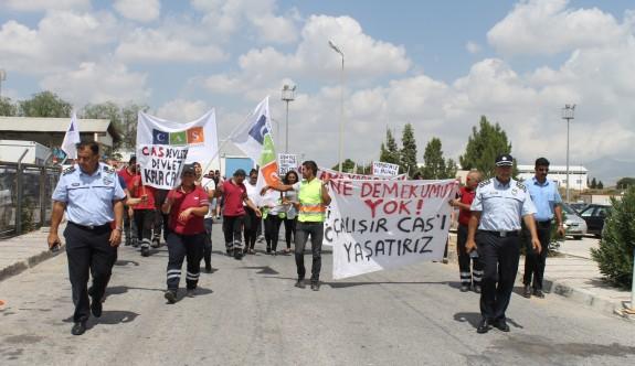 CAS çalışanları Ercan Havalimanı'nda eylemde