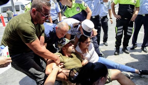 CAS eylemcileri ile polis arasında arbede