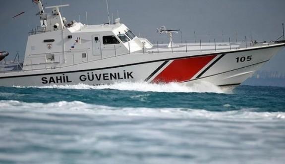 Denizde mahsur kalan iki kişi kurtarıldı