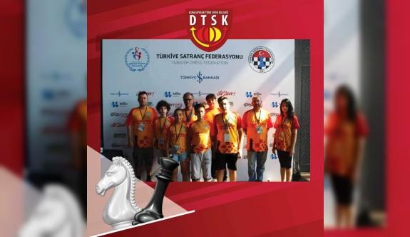 Dumlupınar satranççıları, Türkiye'de yarıştı