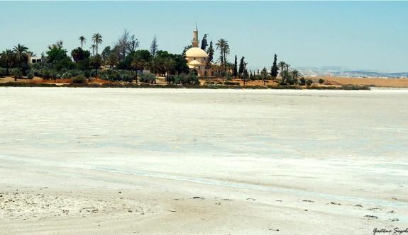 Hala Sultan Tekkesi'ndeki Tuz Gölü'nde mahsur kaldılar