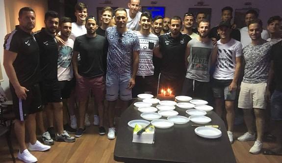 Özgü Bayraktar'a sürpriz parti