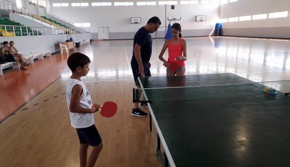 Taşkınköy'de masa tenisi kursları başladı