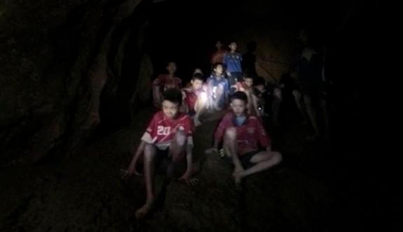 Tayland  çocukları kurtarmak için zamanla yarışıyor