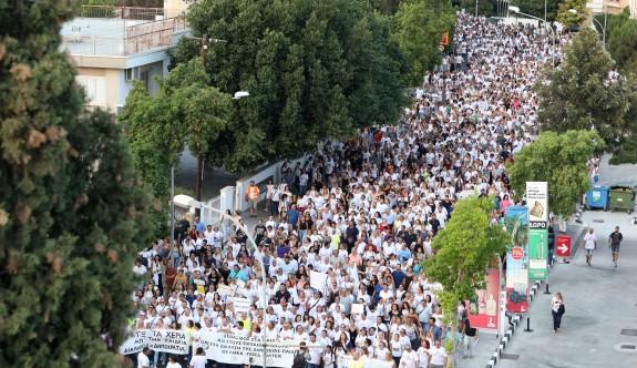 10 binden fazla öğretmen başkanlık sarayına yürüdü