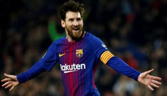 Lionel Messi'ye Barcelona'dan büyük onur