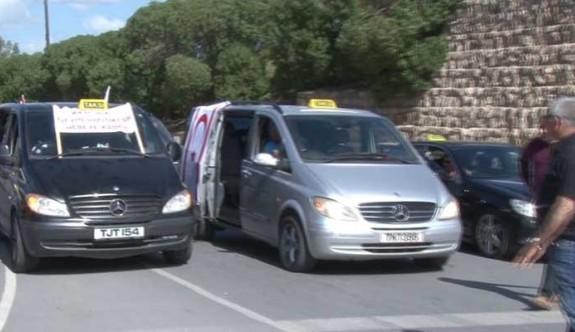 Rum taksiciler, Türk taksicilerden şikyetçi
