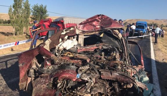 Trafik kazasında bir aile yok oldu