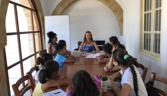 Yazar Canev Tatar Surlariçi çocuklarıyla buluştu