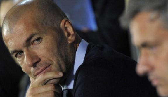 Zidane'nın gözü Mourinho'nun koltuğunda