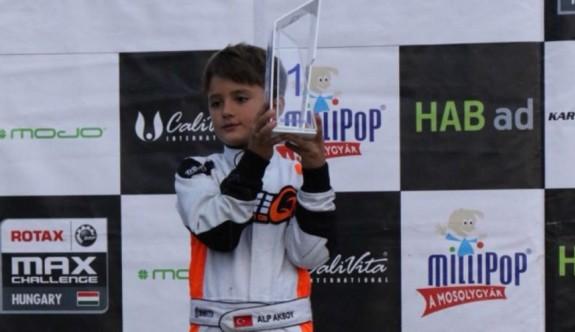 8 yaşındaki Alp Hasan Aksoy tarihe geçti