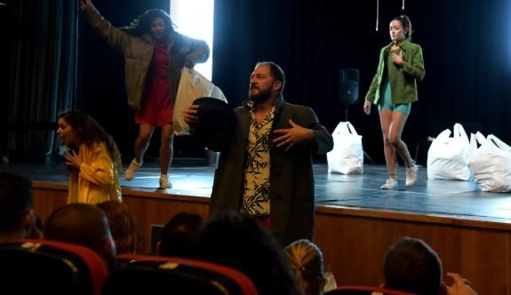 Bakırköy Belediye Tiyatrosu ayakta alkışlandı