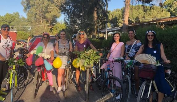 Bisikletli, Süslü Kadınlar Lefkoşa sokaklarını renklendirdi
