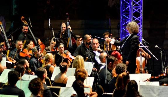 Dev orkestradan mest eden konser