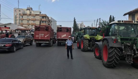 Hayvancılar araçlarını bırakarak eylemlerine Pazartesi devam edecek