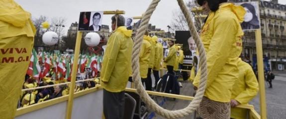 """İran'da stokçulara """"idam"""" uyarısı"""