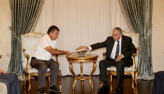 """""""Kıbrıs sorununda inisiyatif alıp gerekli adımları atmaya devam edeceğim"""""""