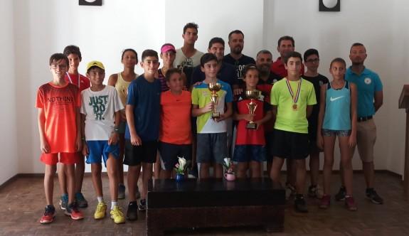Kortlarda 14 yaş hafta içi turnuvası tamamlandı