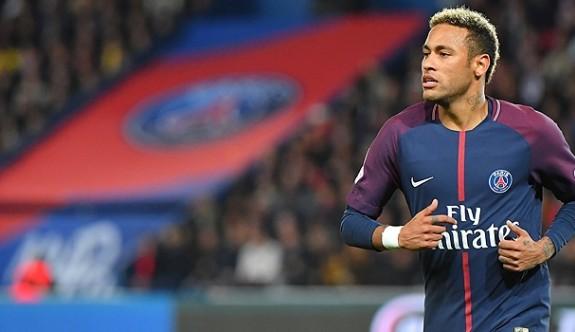 """""""Neymar, Barcelona'ya dönmek için yalvardı"""""""
