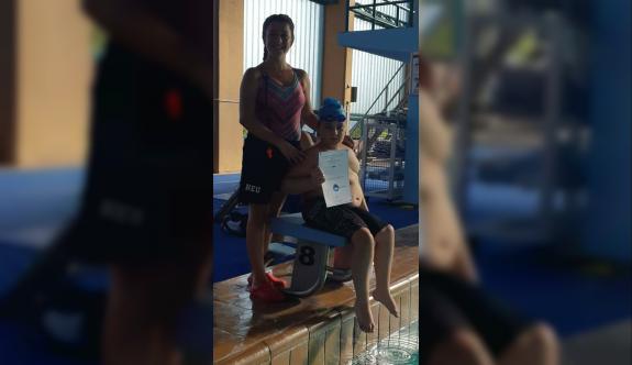 Selim'in yüzme aşkı engel tanımıyor