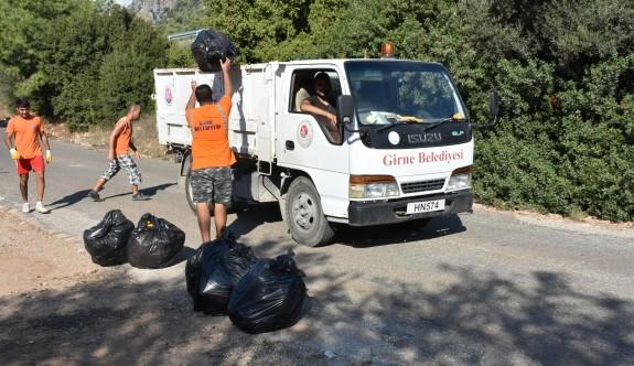 Tonlarca çöp toplandı