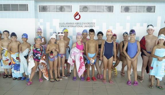 """UKÜ, """"Yüzme Yaz Okulu"""" kurslarında sertifikalar verildi"""