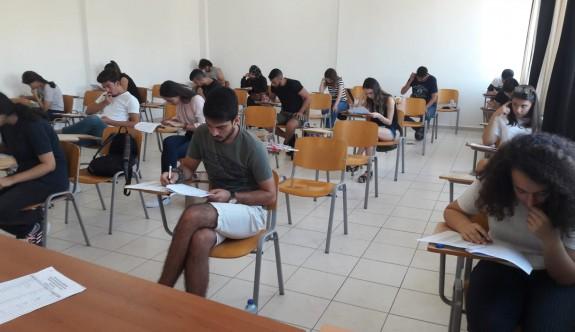 YDÜ'de yeni öğrencilerin İngilizce seviyeleri tespit edildi