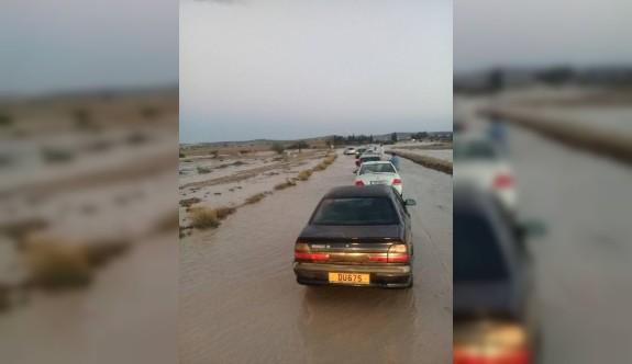 Erdemli köyü yolu sular altında