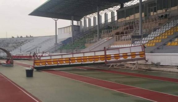 Fırtına, Atatürk Stadı'na zarar verdi