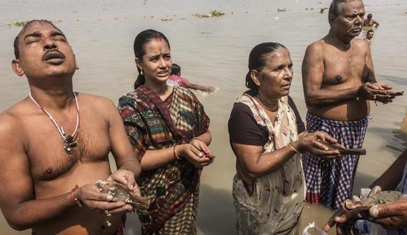 Hindular tanrıçalarını dünyaya davet etti